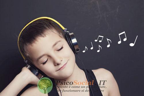 Perché ci emozioniamo ascoltando la musica?